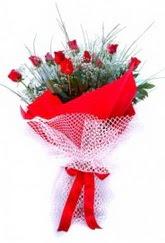 Rize uluslararası çiçek gönderme  9 adet kirmizi gül buketi demeti
