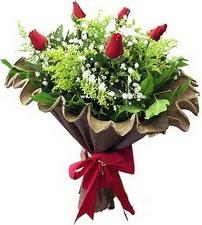 Rize çiçek gönderme  5 adet kirmizi gül buketi demeti