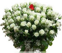 Rize çiçek yolla , çiçek gönder , çiçekçi   100 adet beyaz 1 adet kirmizi gül buketi