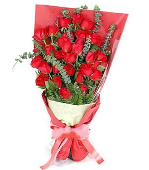 Rize hediye sevgilime hediye çiçek  37 adet kırmızı güllerden buket