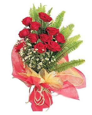 Rize uluslararası çiçek gönderme  11 adet kırmızı güllerden buket modeli