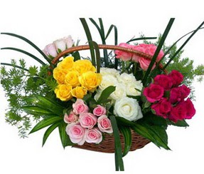 Rize kaliteli taze ve ucuz çiçekler  35 adet rengarenk güllerden sepet tanzimi