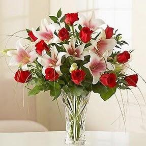 Rize çiçekçiler  12 adet kırmızı gül 1 dal kazablanka çiçeği