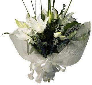 Rize yurtiçi ve yurtdışı çiçek siparişi  2 dal kazablanka çiçek buketi