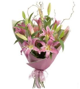 Rize uluslararası çiçek gönderme  3 dal cazablanca buket çiçeği