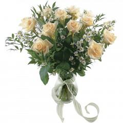 Vazoda 8 adet beyaz gül  Rize ucuz çiçek gönder