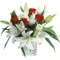 vazo içerisinde 4 gül 1 adet kazablanka  Rize çiçek gönderme