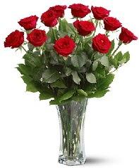 11 adet kırmızı gül vazoda  Rize çiçek gönderme sitemiz güvenlidir