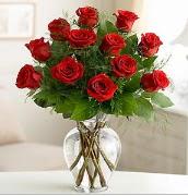 Vazo içerisinde 12 kırmızı gül  Rize çiçek servisi , çiçekçi adresleri