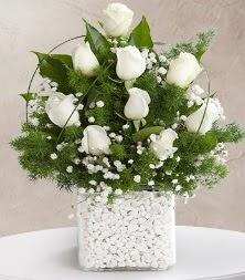 9 beyaz gül vazosu  Rize çiçek servisi , çiçekçi adresleri