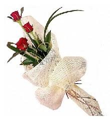 3 adet kırmızı gül buketi  Rize çiçek siparişi vermek