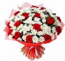 11 adet kırmızı gül ve 1 demet krizantem  Rize çiçekçiler