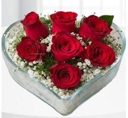 Kalp içerisinde 7 adet kırmızı gül  Rize internetten çiçek satışı