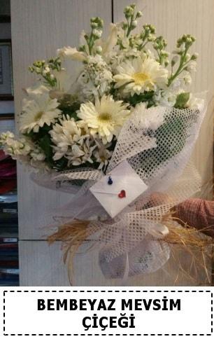 Bembeyaz görsel mevsim çiçek buketi  Rize anneler günü çiçek yolla