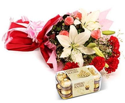 Karışık buket ve kutu çikolata  Rize çiçek mağazası , çiçekçi adresleri