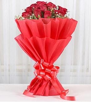12 adet kırmızı gül buketi  Rize güvenli kaliteli hızlı çiçek