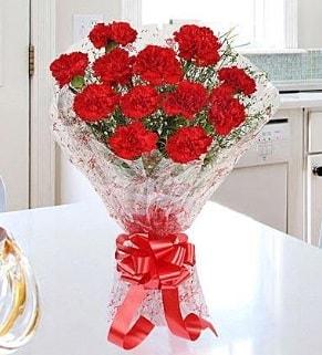 12 adet kırmızı karanfil buketi  Rize uluslararası çiçek gönderme